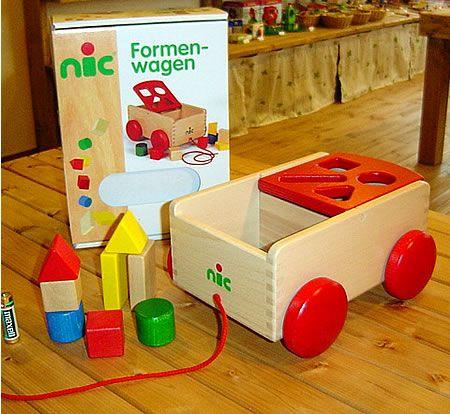 [ニック社(ドイツ)]N車付ポストボックス赤(1才から) - 出産祝い 木のおもちゃ 木こりのおもちゃ箱[本店]積み木やままごとキッチンが誕生日プレゼントに人気
