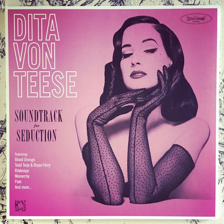 Dita Von Teese (https://en.wikipedia.org/wiki/Dita_Von_Teese)