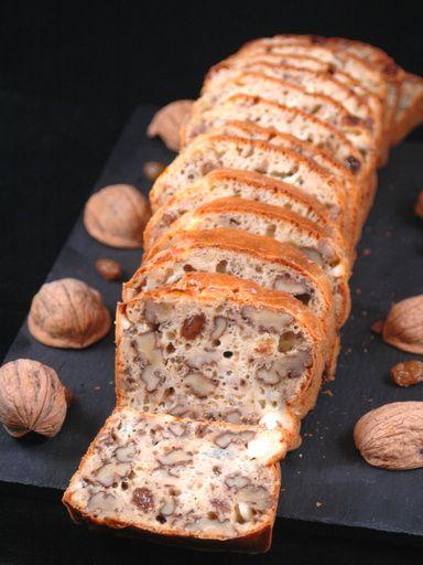 Cake chèvre, noix et raisins secs - Recette de cuisine Marmiton : une recette