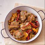 Le lombatine in porchetta con le olive sono un secondo ghiotto: la carne del coniglio diventa gustosa con la lardellatura. Prova la ricetta di Sale&Pepe.