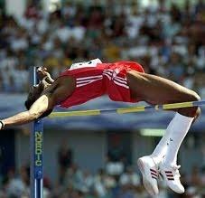 El cubano Javier Sotomayor, medalla de oro en Barcelona y plata en Sidney, posee el récord de salto de altura en 2,45 veinte años después de haberlo marcado