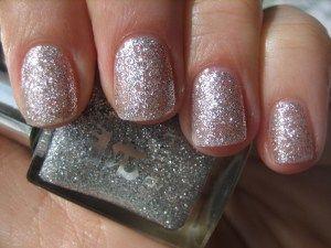 Velkolepé jiskřící stříbro. Lak na nehty z Anglie.