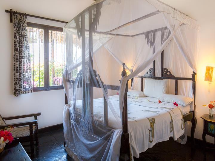 KENYA MALINDI DORADO COTTAGE Disponibilità:  Vasta disponibilità  Il resort è costruito nel tipico stile africano, con tetti in makuti e giardino tropicale circostante  9 GIORNI 8 NOTTI