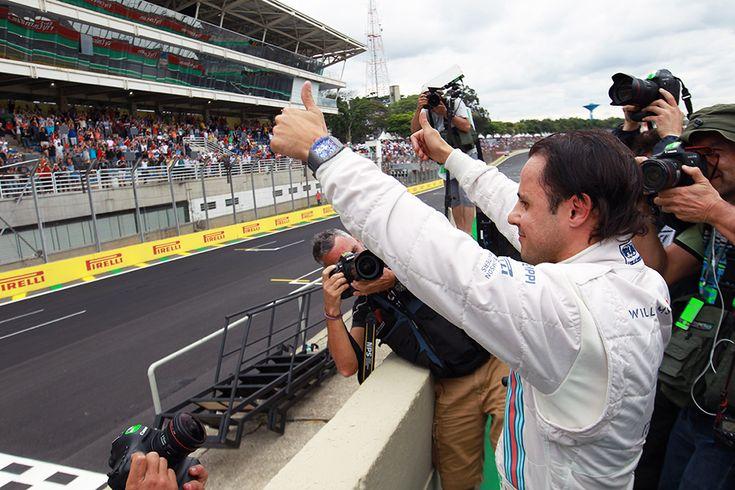 Felipe Massa anuncia aposentadoria da Fórmula 1 -   Após mais de 14 anos de sua estreia, o brasileiro Felipe Massa anunciou nesta quinta-feira que não vai mais correr na Fórmula 1 a partir da próxima temporada. O piloto de 35 confirmou que não renovou com a Williams e encerrará a sua longa história na categoria.  Desde a sua estreia no G - http://acontecebotucatu.com.br/esportes/felipe-massa-anuncia-aposentadoria-da-formula-1/