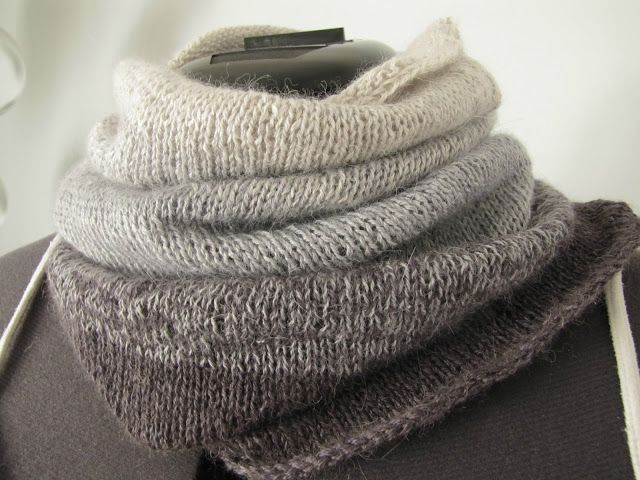 unique dizigns: Ombre cowl - free pattern