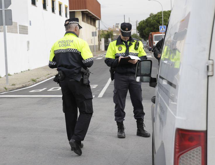 La Policía Local comprueba la documentación de más de 250 vehículos en la campaña de controles de tráfico