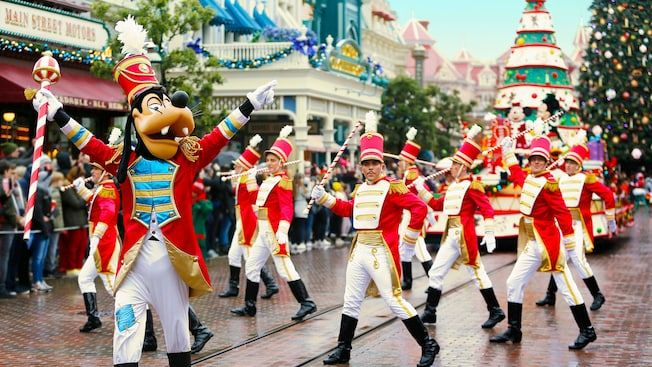 reach to Disneyland Park Paris CDG to Disneyland 43 km Orly airport to Disneyland 45 km Gare du Nord to Disneyland Paris 50 km