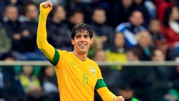 'KAKA',..Pemain Bola asal Brazil. Sedang bahagia..