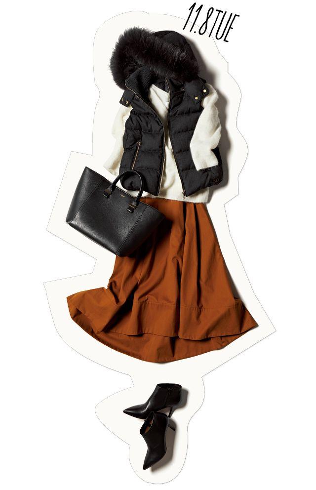 ファー付きの黒コンパクトダウンベストは、スタイルアップを叶える便利アイテムだってご存知? こんな風にニットトップス×長めフレアスカートに合わせれば、ぐっと好バランスに。ニットとスカートの女らしさを損なわいよう、足元やバッグもレディなアイテムを配して。小物をダウンと同じブラックで揃・・・