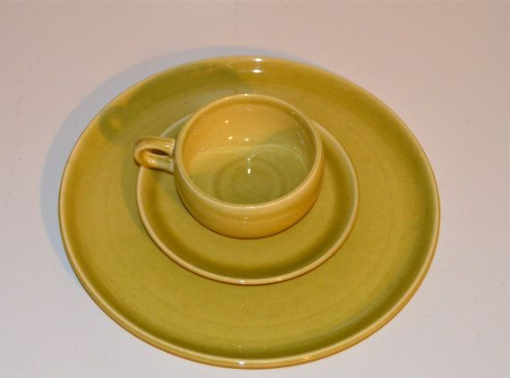 Russel Wright Chartreuse American Modern Dinner Plate by WVpickin