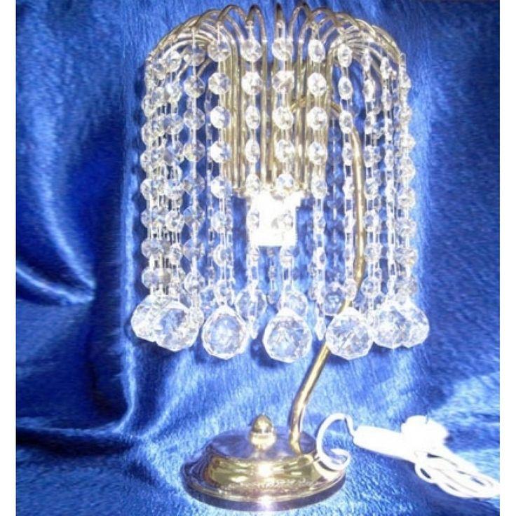 Настольная лампа Каскад Шар 30 с прозрачными подвесками, выполненными из гусевского хрусталя. Цвет фурнитуры на выбор - золото или серебро. Оборудована выключателем на проводе. Хрустальная настольная лампа Каскад Шар 30 изготавливается в Гусь-Хрустальном по классическим технологиям. Она будет идеальным украшением вашей спальни.