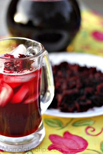 Agua de Jamaica or Hibiscus Flower Drink it's a refreshing and delicious agua fresca. Its rich, red, festive color goes great with any celebration. Jamaica Water, Jamaica Drink, Jamaica Vacation, Mexican Drinks, Mexican Dessert Recipes, Mexican Party, Hibiscus Tea, Hibiscus Flowers, Mariana