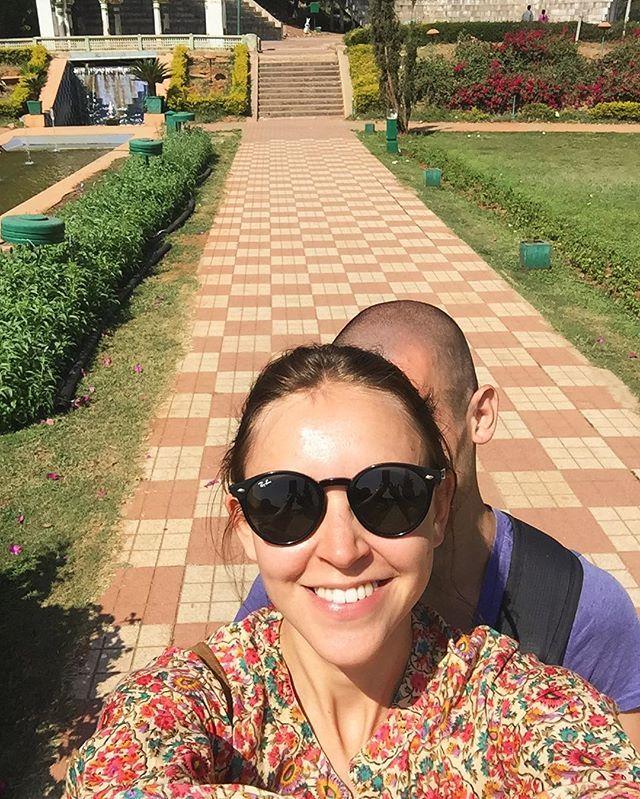 I always knew that my alter ego is the man with shaved head🙌🏻 @ia.photograph 😂・ ・ ・ ・ Я и моё альтер эго- мужчина с бритой головой😂 ・ ・ ・ ・ #smile#morning #goodmorning #mood#tourist#travel #traveling #travelgram #india #doubletrouble #mood#mysore #selfie #インド#旅行#友達#笑
