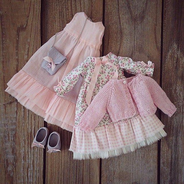 Еще один комплект для той же куколки. #авторскаякукла #текстильнаякукла #моикуклы #одеждадлякукол #розовое #бохо