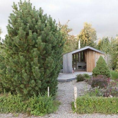 Architekt Haiko Meijer z pracowni Onix zaprojektował domek ogrodowy dla swojej rodziny. Domek znajduje się w ogródku działkowym nieopodal centrum Groningen w Holandii. http://www.sztuka-krajobrazu.pl/365/slajdy/projekt-ogrodowy-ndash-domek-na-dzialce