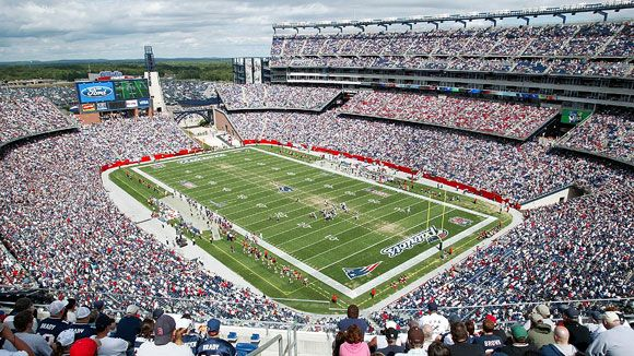 GENERALIZING: Based on this photograph, what generalizations can you make about the popularity of the New England Patriots? Write your ideas in your reading journal.