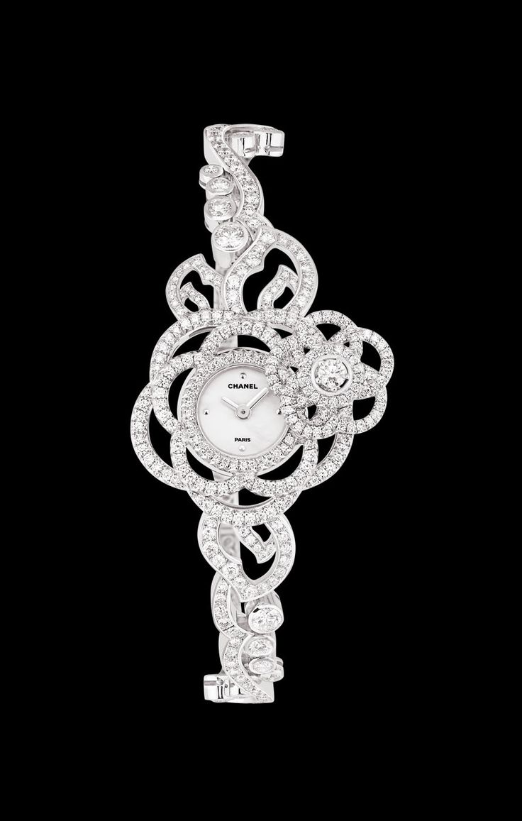 WATCH IN 18K WHITE GOLD AND DIAMONDS - Overview  - CHANEL