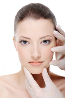 La chirurgia plastica interviene anche sugli inestetismi del volto.
