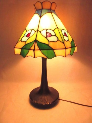 Art-Deco-Tiffany-Style-Desk-Lamp-Flowers-Floral-Lillies