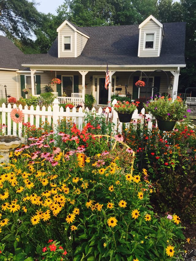 25+ Trending Picket Fence Garden Ideas On Pinterest | Decorative Garden  Fencing, Flowers Garden And Fence Contractors