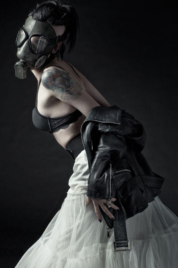 Post-Apocalyptic Fashion | vaudevile: Goetia (c) Lowe Imaging