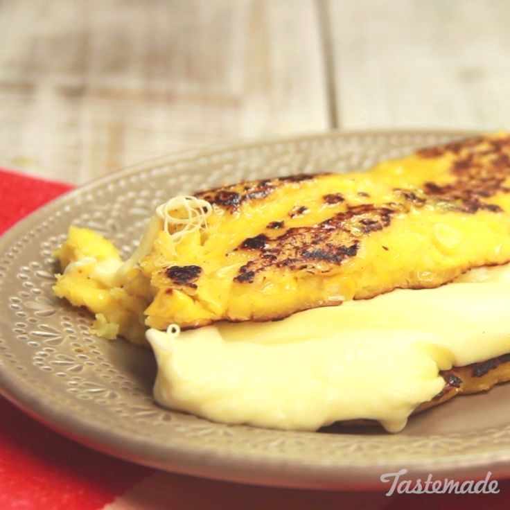 These traditionally Venezuelan semi-sweet corn pancakes are the perfect vessel for thick slices of melted cheese.  Colombia Recipes  Accédez à notre site beaucoup plus d'informations   https://storelatina.com/colombia/recipes  #Kolumbie #Colômbia #viajem #Kolumbi
