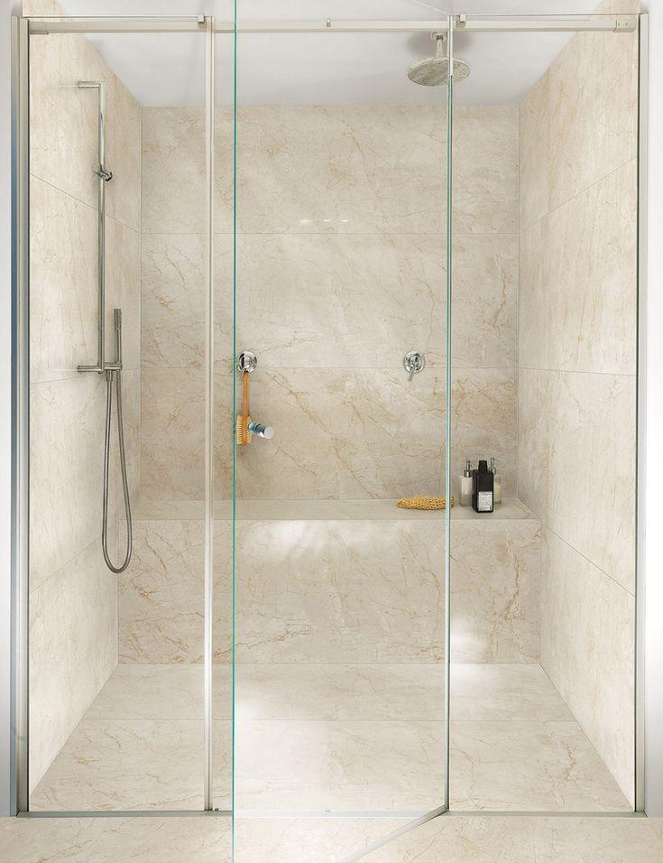 Porcelanato PortoBello Beige Versailles. Em banheiros, o seu uso garante charme e elegância, evidenciando a versatilidade do material em criar espaços com identidade.