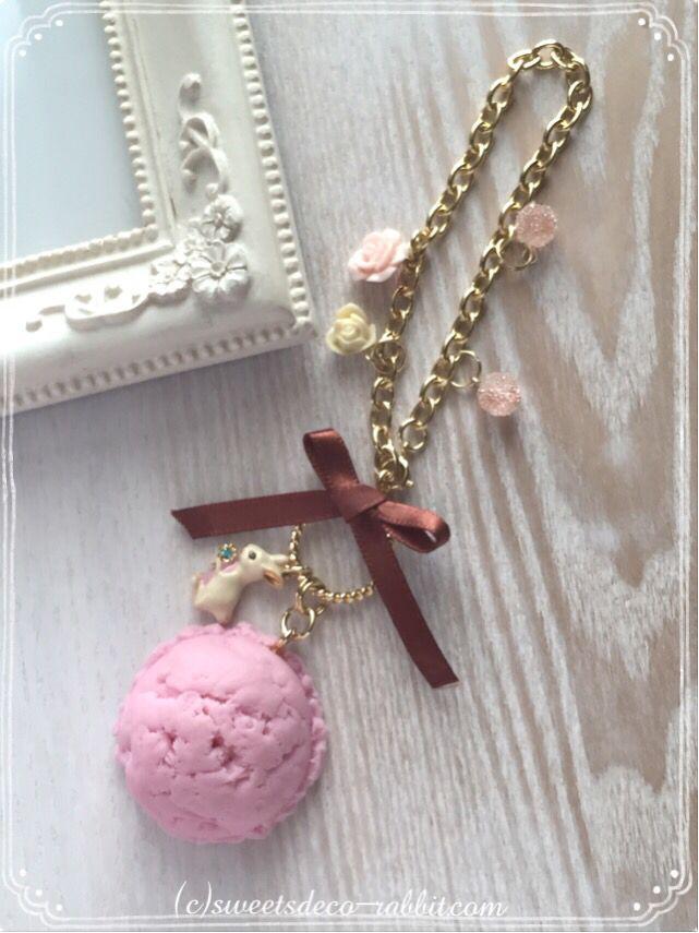 アイスクリームのバッグチャームを作りました。 夏に向けて、スッキリと。  こちらのアイスクリームは、シーズナルレッスン(単発講座)でも作れるモチーフです(^_^)  #スイーツデコレーション #パステルスイーツ #スイーツデコレーション #スイーツデコラビット #ウサギ