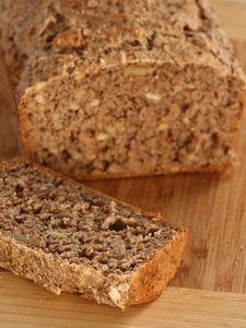 Dieses leckere Vollkornbrot mit Samen und Nüssen ist im Handumdrehen selbst gebacken - frisches Brot war noch nie einfacher!