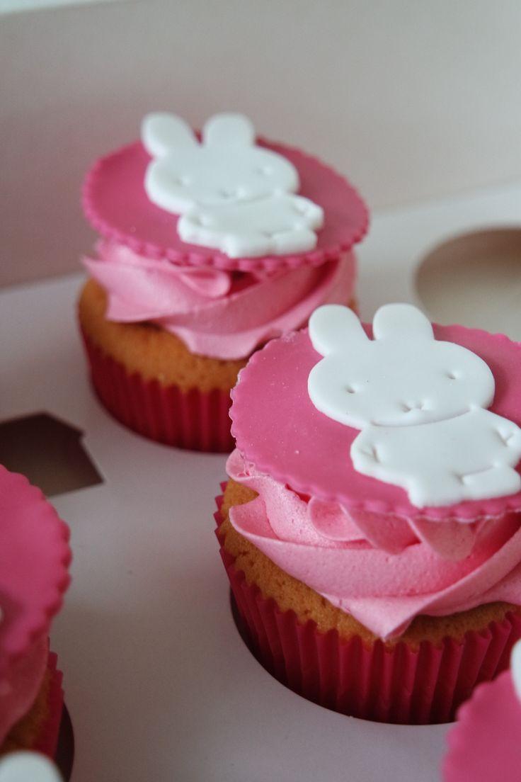 Vanille Nijntje cupcakes met roze botercreme topping