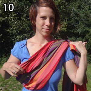 Rebozo, krok 10: Pred vložením dieťatka si uzol posuňte vyššie za rameno (po vložení sa posunnie a bol by nízko).