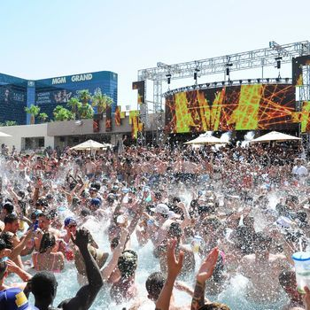 Wet Republic - Top Dayclubs in #Las Vegas
