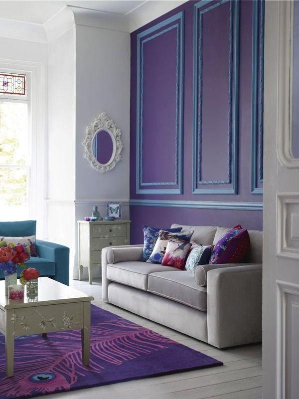 Eclectic living room interior design in trendy purple #designtrends #trendy #interiordesign