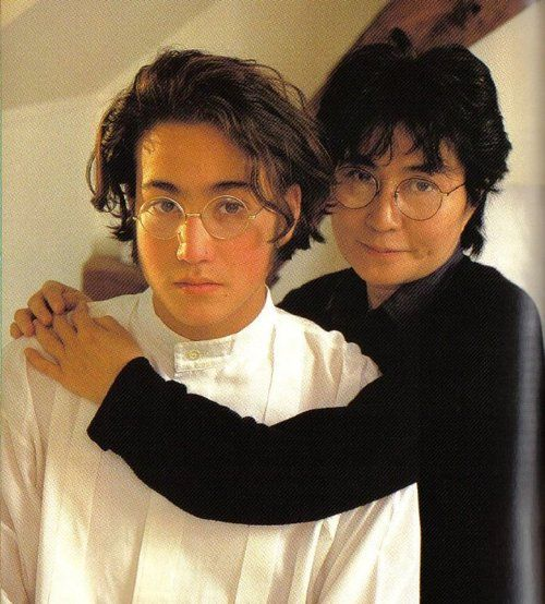 ♡♥Sean Lennon with mom Yoko Ono - click on pic to see a larger pic♥♡