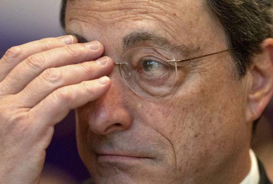 Draghi afirma que el BCE estará listo para controlar los 6.000 bancos europeos en 2014