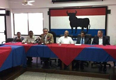 Luis Miguel De Camps ofrece las informaciones vertidas por el periodico Diario Libre,  presente en nuestra Rueda de Prensa, convocada a los fines de fijar posición, en torno al discurso ofrecido por el presidente Danilo Medina, este 16 de agosto del año en curso, al jurar como jefe del Estado,  para el cuatrenio 2016/ 2020.