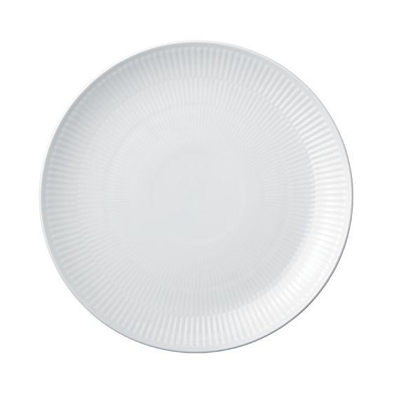 Nu må det gamle slidte stel gerne blive skiftet ud med Royal Copenhagen hvid riflet Coupe middagstallerken. Ønsker mig også frokosttallerkenerne.