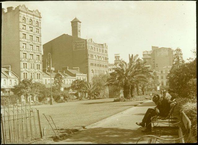 http://pavementart.files.wordpress.com/2011/12/wynard-square-1914.jpg