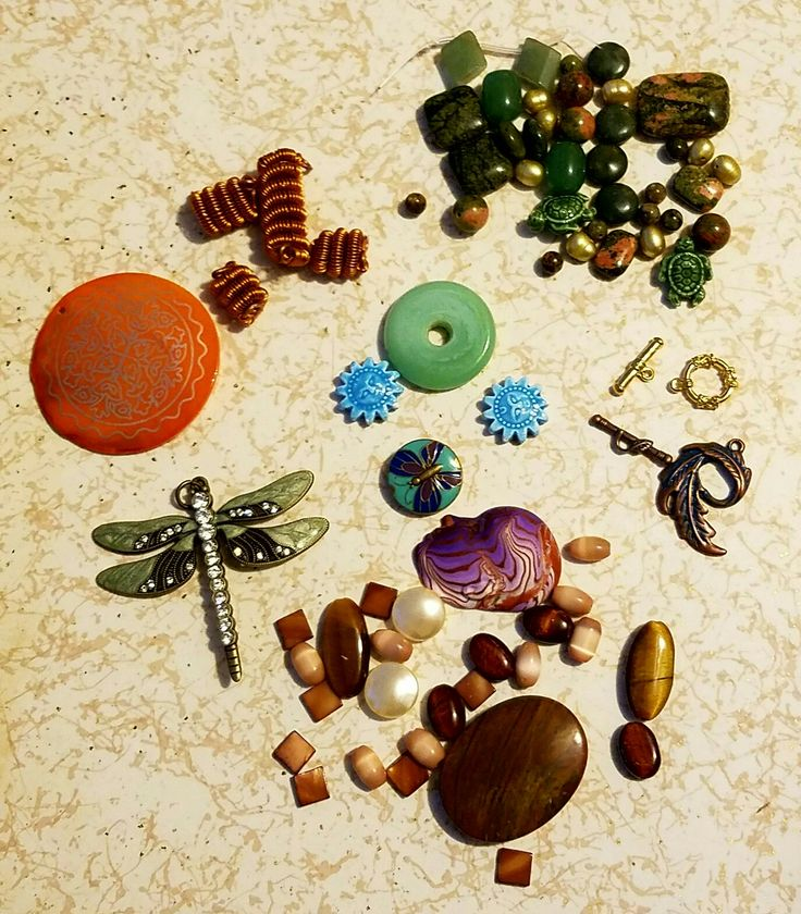 Jackie sent me such a fantastic assortment of beads! She has collected and made beads for more then 16 years and I am pleased that she chose to share them with me.