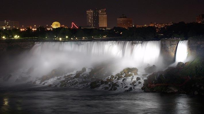Cascada Niagara – Canada/SUA  20 poze superbe cu cascade din intreaga lume.  Vezi mai multe poze pe www.ghiduri-turistice.info  Source : www.flickr.com/photos/3336/