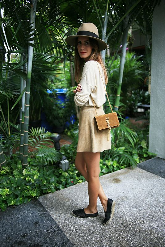 Look of the Day.280: Beige Saint Laurent, Gala Gonzalez