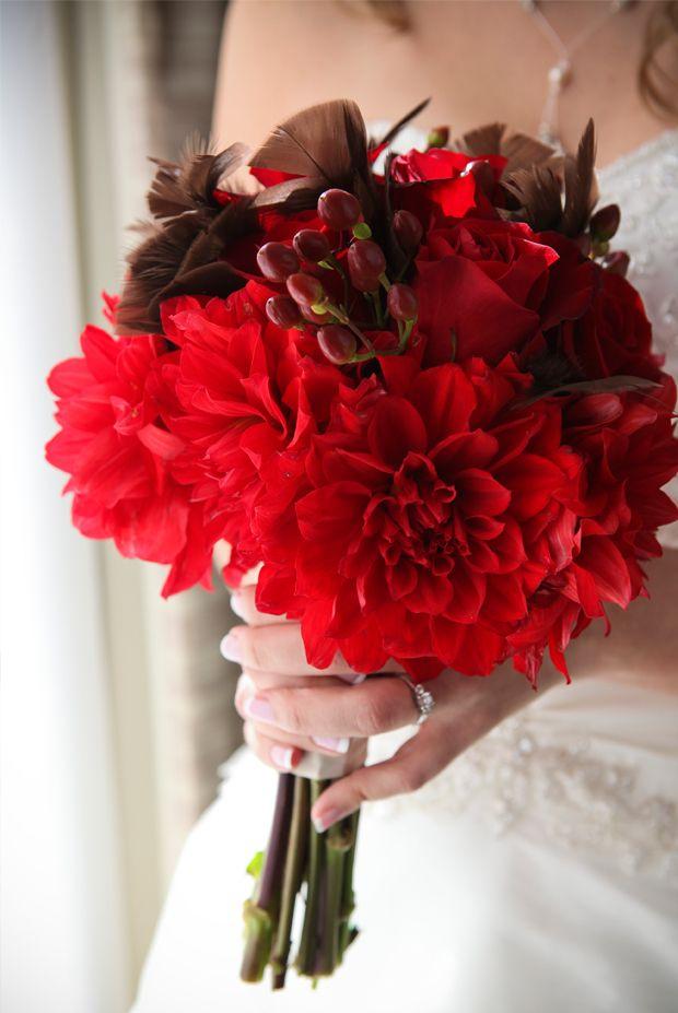 Bouquet et décoration de mariage : le langage des fleurs » Mariage.com - Robes, Déco, Inspirations, Témoignages, Prestataires 100% Mariage Le dahlia est une fleur d'origine mexicaine. Vénérée par les Aztèques, les dahlias étaient offerts en signe de reconnaissance