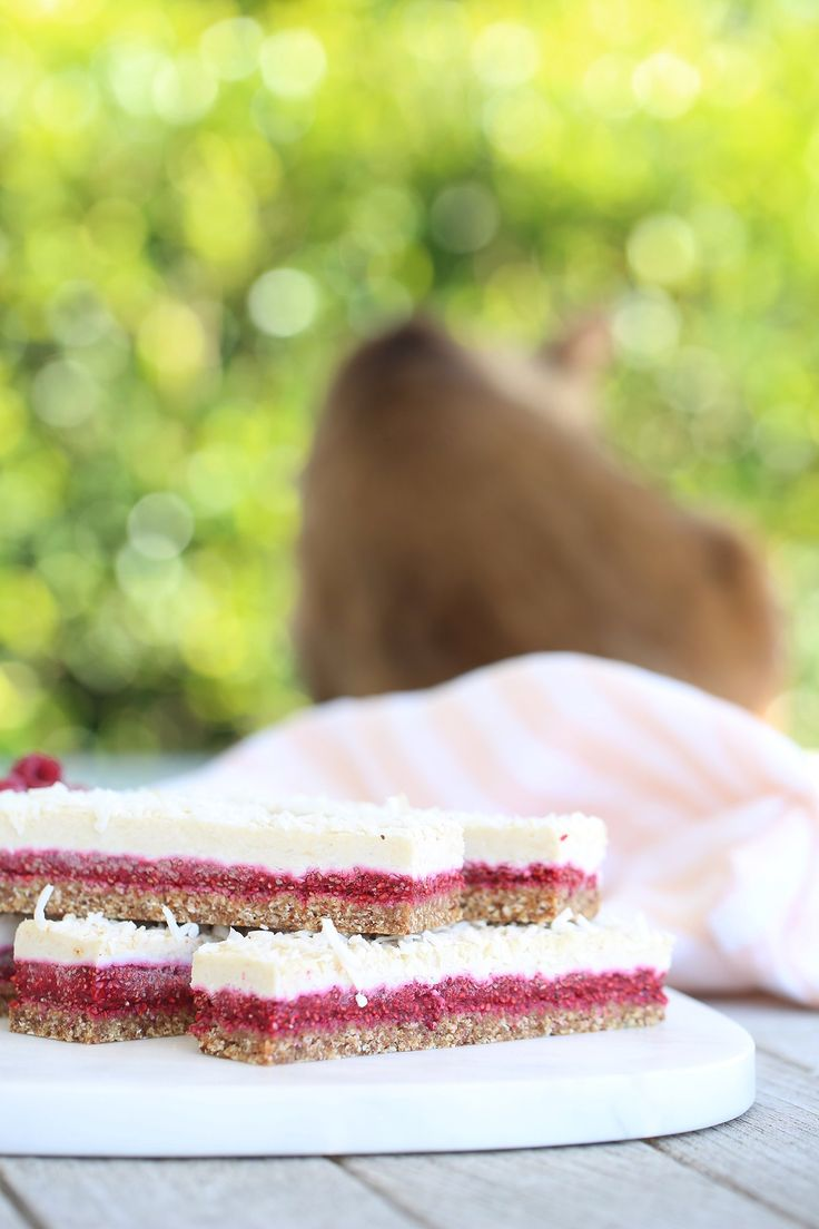 Combine a buttery base, rich raspberry jam, and crisp coconut meringue for this healthified take on a kiwi classic. Vegan, wheat free, dairy free + low sugar.