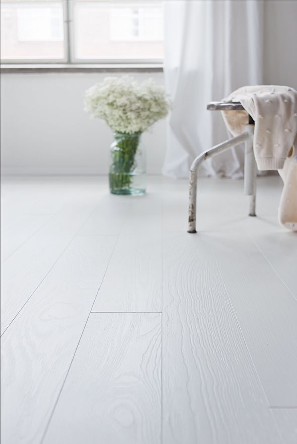 White and stylish, pure elegance. Ash parquet Handwashed POLAR, brushed matt lacquered. www.timberwiseparquet.com  Valkoista ja tyylikästä, Saarniparketti Handwashed POLAR, harjattu mattalakattu.  www.timberwiseparketti.fi
