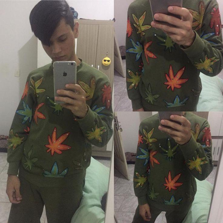Finished work, painting on fabric. Rainbow Marijuana ----------------------------------------  Trabalho finalizado, pintura sobre tecido, estampa arco-íris marijuana -------------------------------------#fabricpainting #marijuana #maconha #tshirt #shirt #customcoate #coate #spring #art #diy #mileycyrus #4x4 #ladygaga #2ne1 #painting #coreia #korea #kpop #kpopper #pop