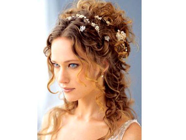 Classic yet modern hair for an elegant wedding.
