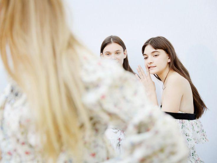 rauen benutzen Make-up aus den verschiedensten Gründen: Die einen fühlen sich damit einfach frischer und wacher, andere genießen die Zeit am Morgen für sich und wieder andere werden durch Make-up ein Stückchen selbstbewusster.