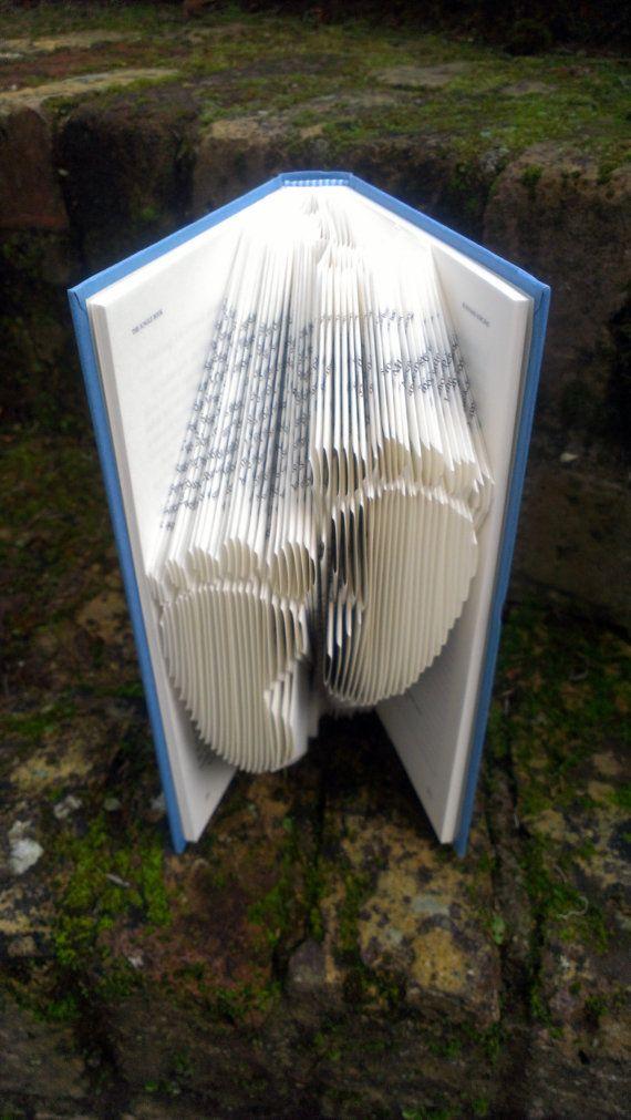 Boek vouwen patroon: FOOTPRINTS ontwerp door TheFoldedBookCompany
