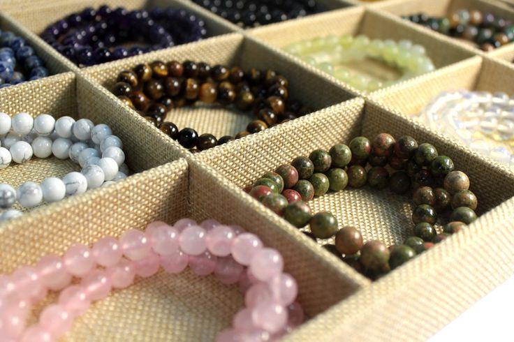 °°☆★★ Nouveauté : Bracelets de puissance en lithothérapie !!! ★★☆°°  Découvrez notre nouvelle gamme de bracelets de puissance en lithothérapie ! Pas moins de 12 pierres différentes s'offrent à vous en bracelets, afin de répondre au mieux à vos besoins.  Jaspe, Agate, Améthyste, Œil tigré, Grenat, Opalite, Jade, Sodalite, etc... Retrouvez toutes les pierres et leurs déclinaisons sur notre boutique à petits prix !