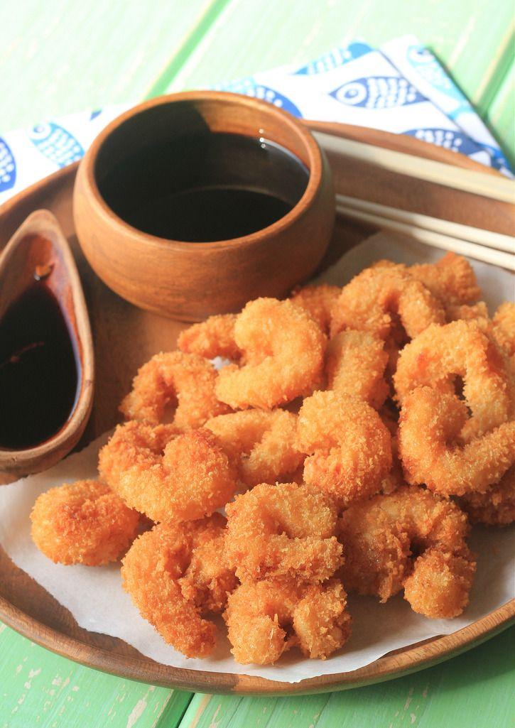 Camarão empanado crocante, indecente de tão bom 20 jul 2015  Uma receita com gosto de praia e sotaque japonês, esse camarão empanado é de comer ajoelhado e pedir bis. Você vai ficar super orgulhoso de fazer, em casa, camarão frito crocante igual de restaurante! Aliás, nos Estados Unidos esse tipo de camarão é chamado de popcorn shrimp, ou seja, pipoca de camarão, tamanha a sua crocância.  Ótima idéia depetisco, mas também fica uma delíciajogar oscamarões na salada ou por cima do…